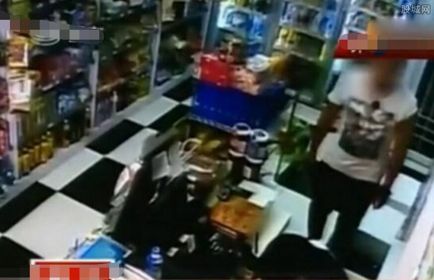 男子强抱16岁女店员接吻摸大腿 手指抠私处十分变态