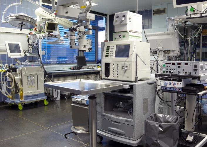 Operating room supplied with lots of equipment