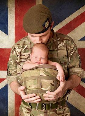 英国军人暖心亲子照登慈善日历感动网友