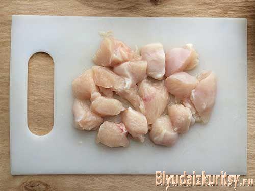 Куриное филе, тушеное с помидорами. Шаг 1.