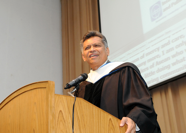 Dr. Surin Pitsuwan offers keynote address at inaugural IDPP convocation ceremony (photo)
