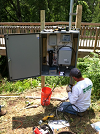 Building Real-time station; USGS/Photo by Tom Weaver