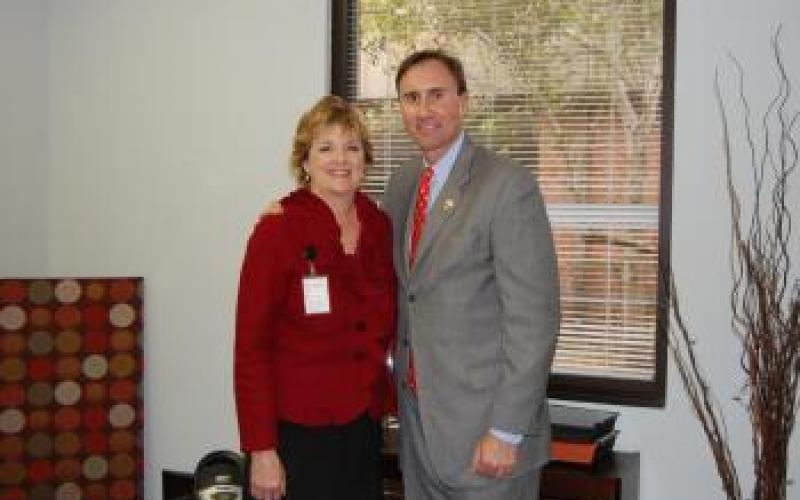 Congressman Olson visits the Fort Bend County Family Health Center