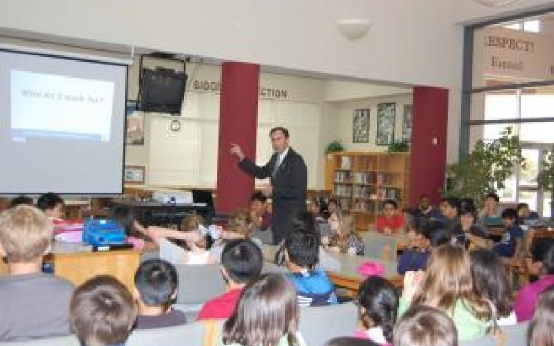 Congressman Olson visits Fort Settlement Middle School in Sugar Land, Texas