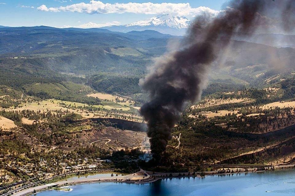 mosier oregon oil train derailment oil trains