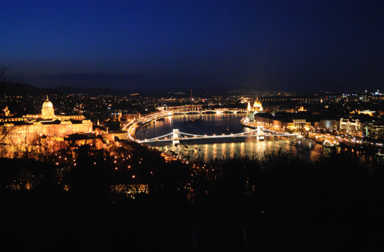 Romantic Nightlife and views in Budapest - photo by Giannis Arvanitakis