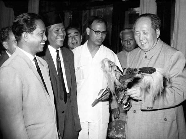 DN Aidit dan Mao Zedong, Beijing, 1965. Sumber foto: