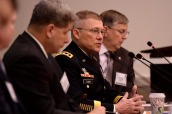 Networked mission command requires 'seamless framework,' say Army leaders
