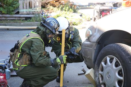 Marines with Technical Rescue Platoon, Chemical Biological Incident Response Force, CBIRF, rescues simulated casualties using vehicle extrication and high angle rescue techniques as part of a final training exercise with Fire Department of New York, FDNY, on Randall's Island, N.Y., Sept. 15, 2016. CBIRF's Marines and sailors participated in a training event that included three days of lane training with FDNY instructors teaching classes in vehicle extrication, breaching, rope rescue and medical as part of urban rescue operations, and a final training operation in which CBIRF responded to a notional steam plant explosion. (Official U.S. Marine Corps photo by Lance Cpl. Maverick S. Mejia/RELEASED)