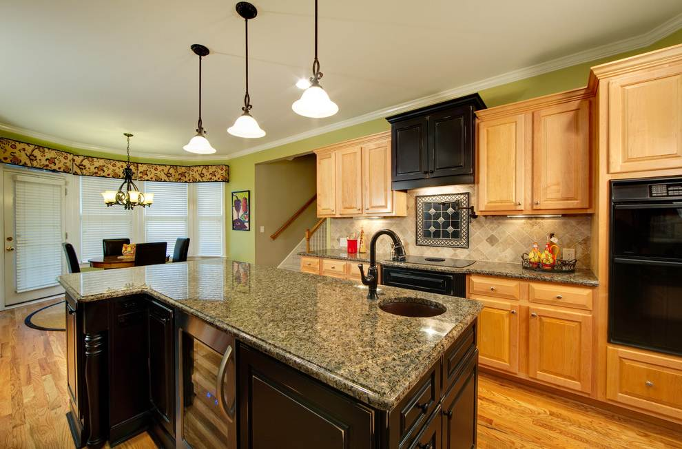 Image of: Maple Kitchen Cabinets With Granite Countertops