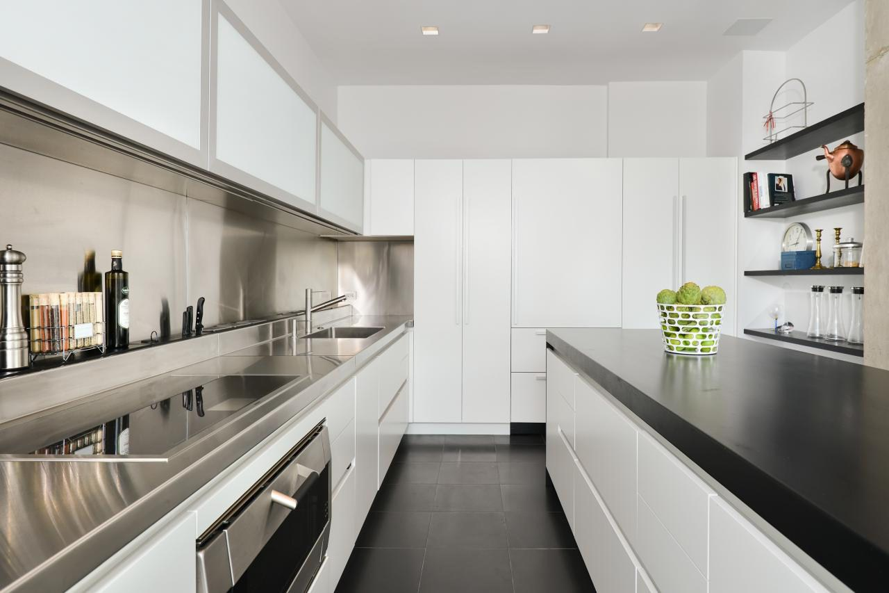 Image of: Small Galley Kitchen Design Layout