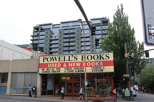 Front of the main Powell's Books location