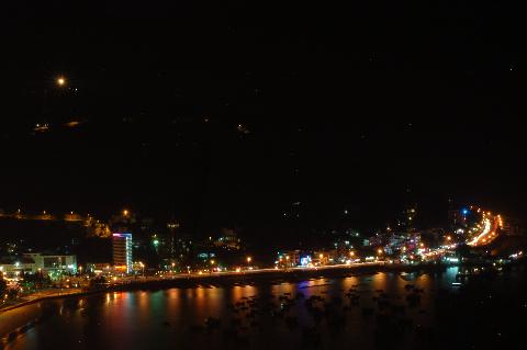Một khúc cua bên bờ biển của Vũng Tàu về đêm