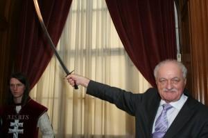 Muzafer Dzaszohov a végvári karddal