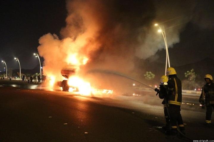 بالفيديو والصور.. تفحم سعودي واحتراق 3 سيارات في حريق ناقلة وقود بمكة