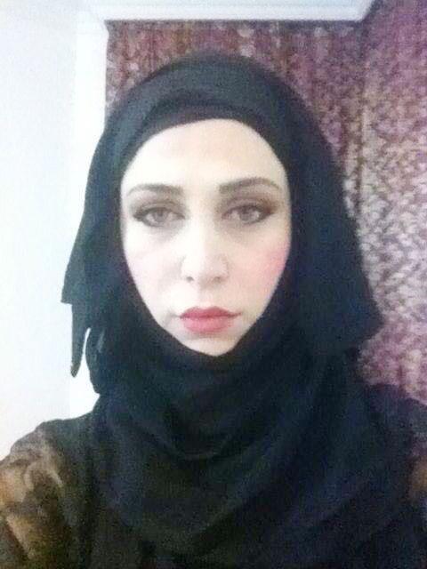 ممثلة سورية تنضم إلى داعش وتورط ابنها