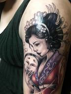 精致好看的大臂彩色艺妓纹身图案