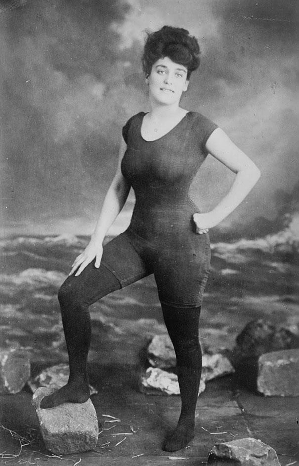 Annette-Kellerman-promotes-womens-right-to-wear-a-fitted-one-piece-bathing-suit-1907-She-was-arrested-for-indecency