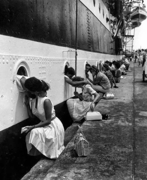 the-last-kiss-for-ww2-soldiers-before-they-go-to-war
