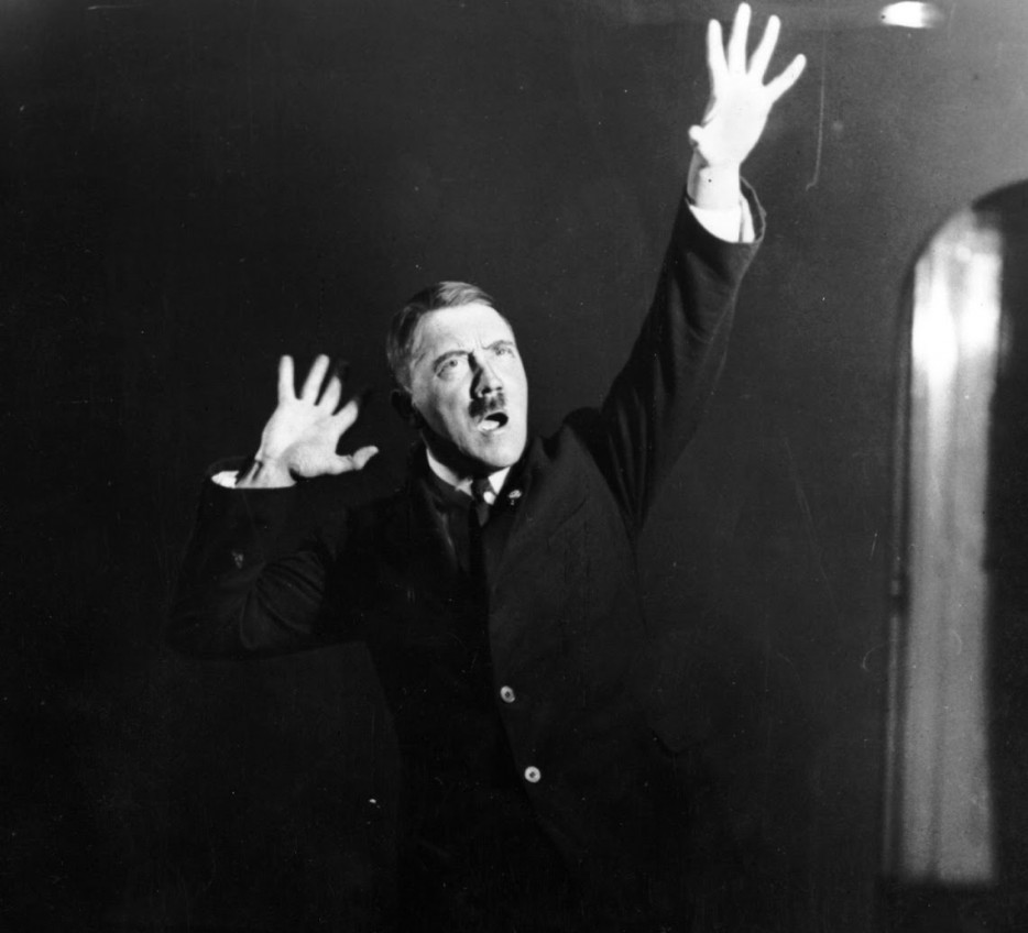 Hitler-rehearsing-his-public-speeches-in-front-of-the-mirror-