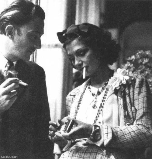 Salvador-dalí-and-coco-chanel-sharing-a-smoke-1938