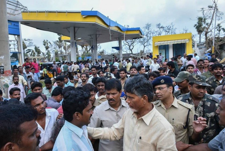 CM's Surprise visit to a Petrol bunk where the fuel was reportedly being sold at higher price.