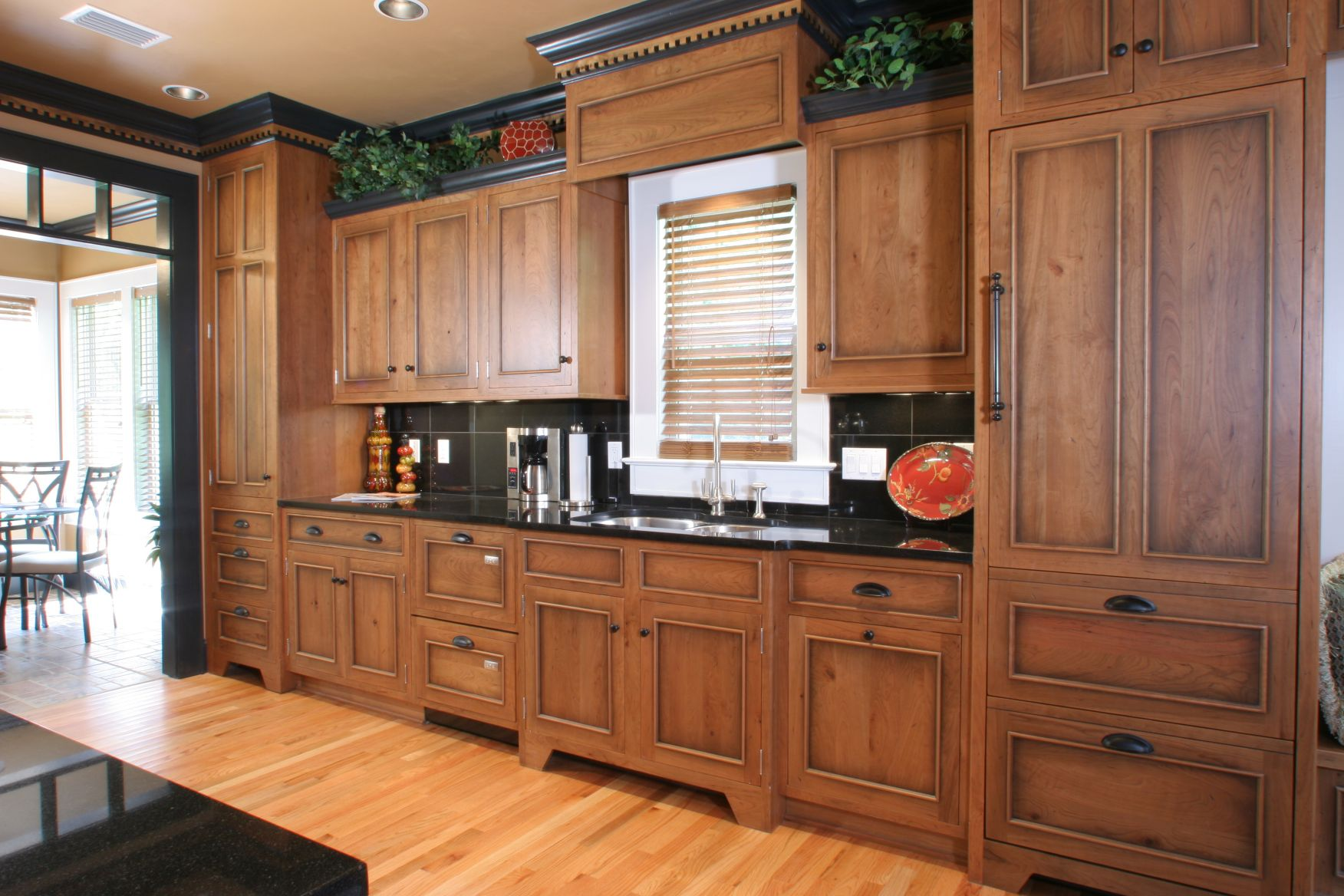 Image of: How to Update Oak Kitchen Cabinets