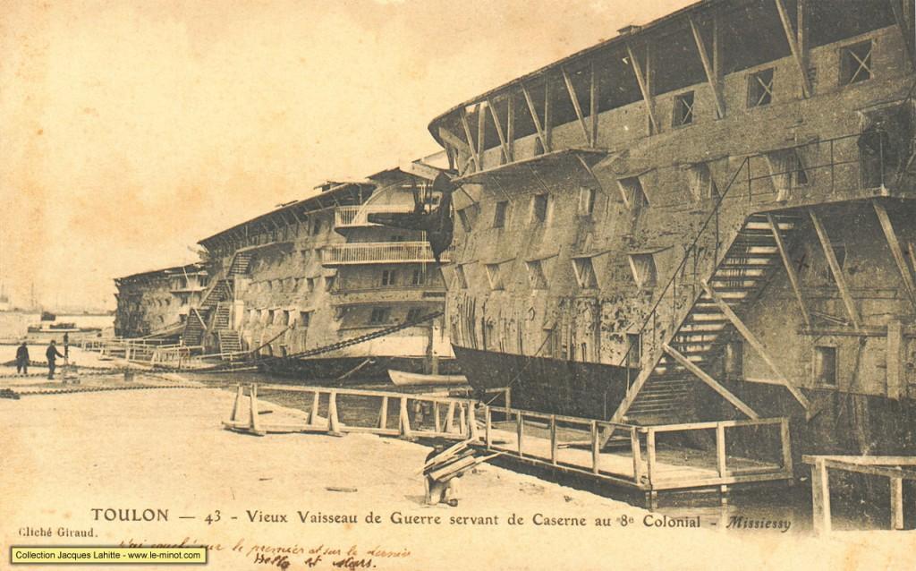 Vieux vaisseaux de guerre servant de Caserne au 8ème colonial - Missiessy