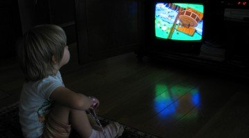 Is Peer Victimization Connected to Too Much TV as a Toddler?