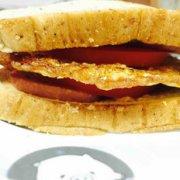 鸡蛋午餐肉三明治的做法