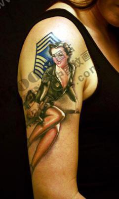 大臂上的美女纹身图案