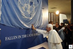 Pope-blessing-un-flag-thumb