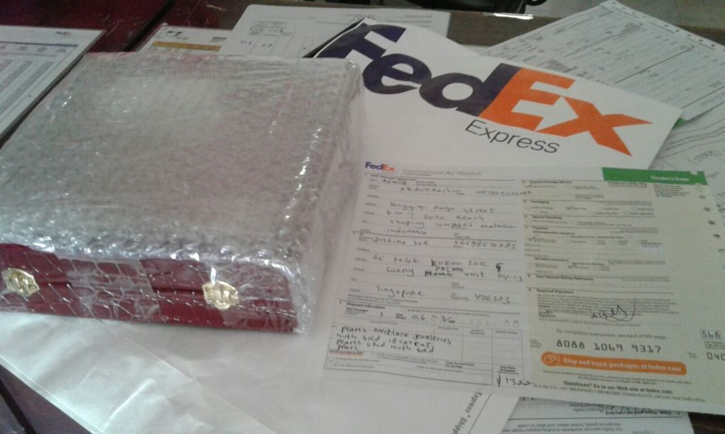 We send your purchasing parcel via FedEx, we inform you the tracking number as soon as possible