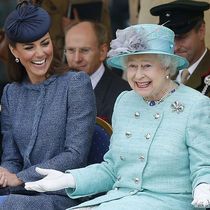 Queen Elizabeth II and The Duke And Duchess Of Cambridge Visit The East Midlands / Bild: (c) Getty Images (WPA Pool)