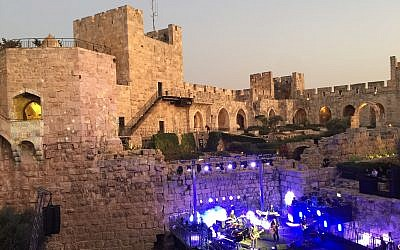 Setting the stage with Eviatar Banai at a sunset Mekudeshet concert (Jessica Steinberg/Times of Israel)