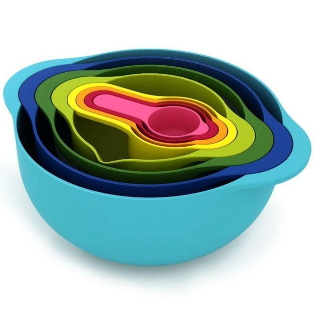 21. Nesting Bowls with Measuring Cups
