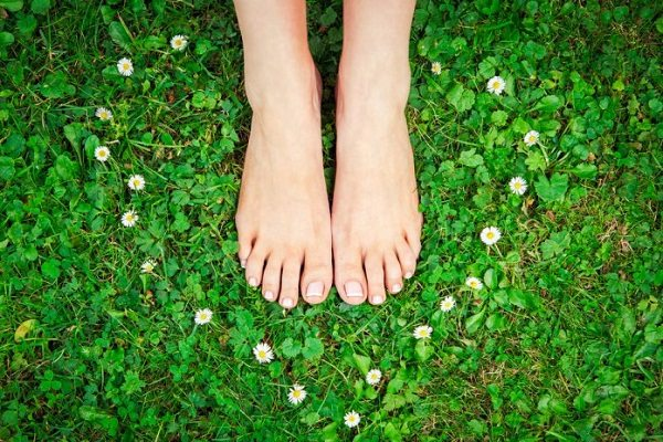 Surprising Health Benefits of Walking Barefoot carebaba.com