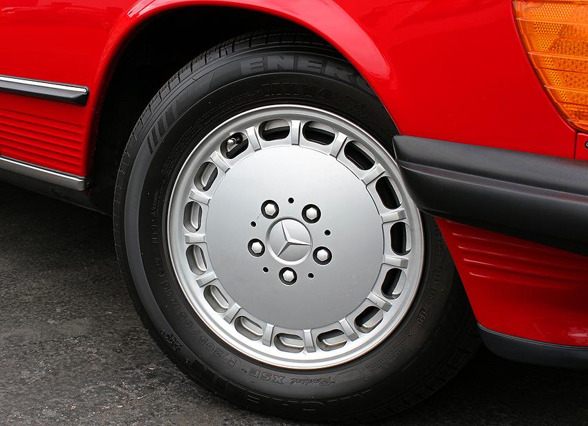 560SL 15-inch aluminum wheel