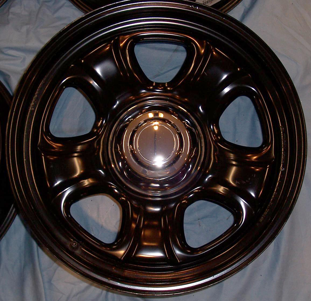 Dodge Charger all-black police car wheel b