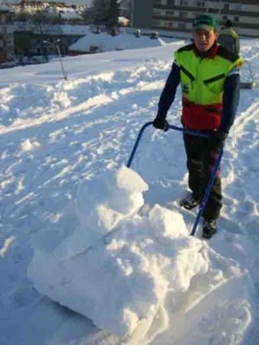 ceny odśnieżania dachów oraz sposoby wywóz śniegu w Warszawie i jego cennik