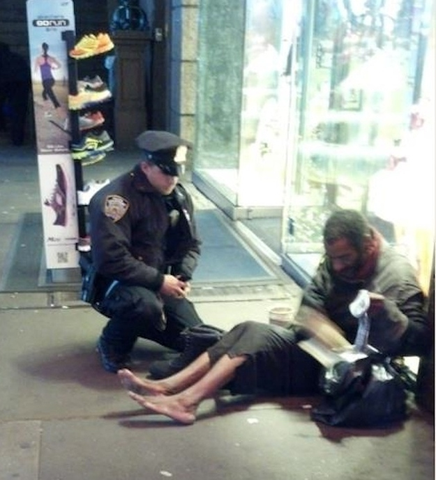 random-acts-of-kindness-policeman-who-bought-homeless-man-some-shoes