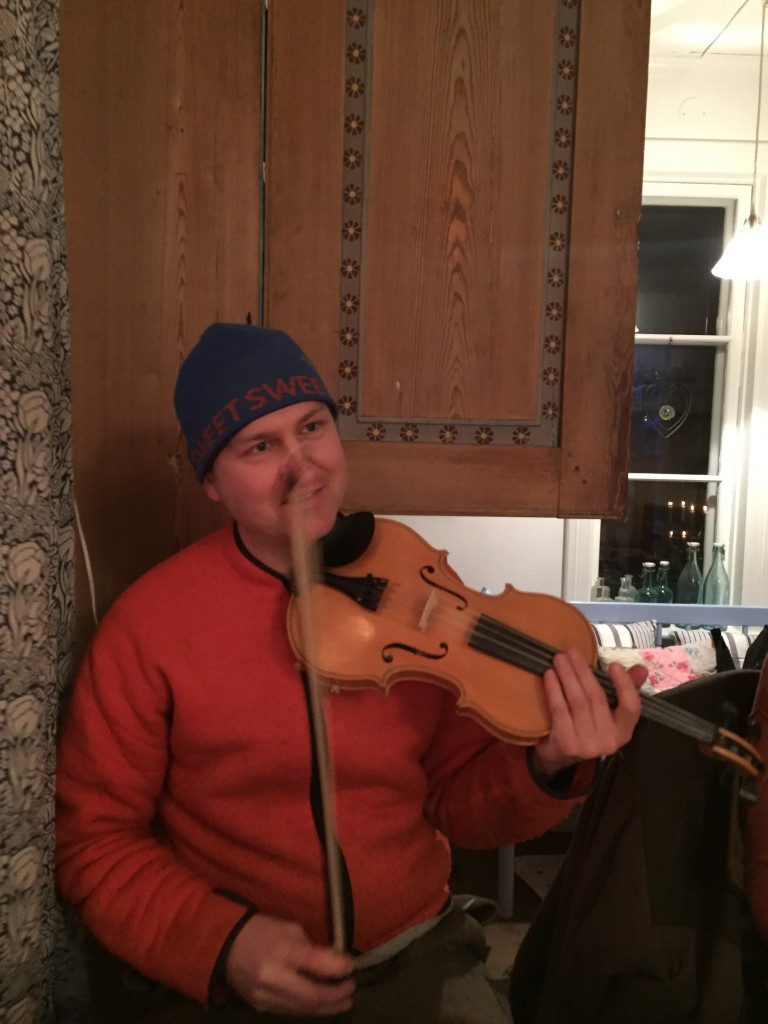 Peter spelar Stockgropslåt'n
