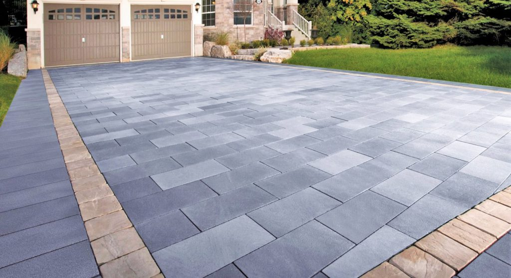 MODERN DRIVEWAY IN CHARCOAL WITH SANDSTONE BORDER IN CEMENT PAVERS
