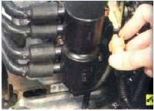 3. Отсоедините колодку жгута низко