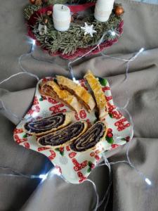 Mákos és almás pitetekercs