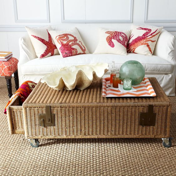 4 wicker trunk coffee table