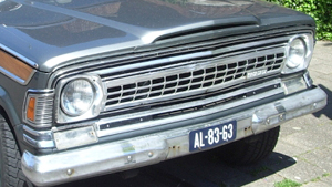 The redesigned 1970 Wagoneer front grille