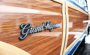 After Chrysler purchased AMC/Jeep in March 1987, they used their own pattern of wood grain.