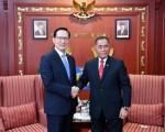 韩媒:韩防长访印尼商议合造战机潜艇