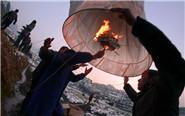 安徽村民雪天放飏灯求好运